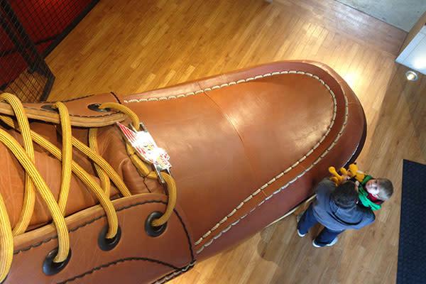 walking shoe company warehouse sale