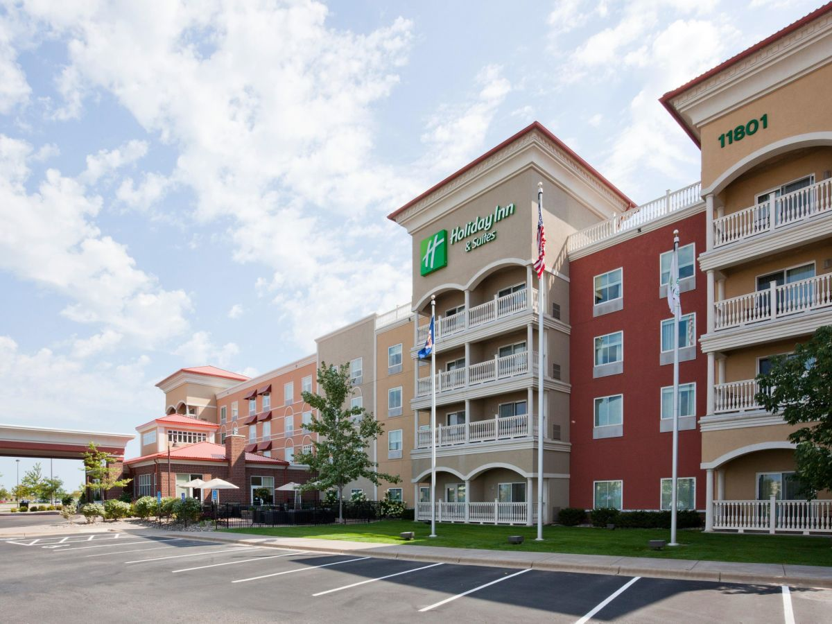 Holiday Inn Amp Suites Maple Grove Nw Mpls Arbor Lks