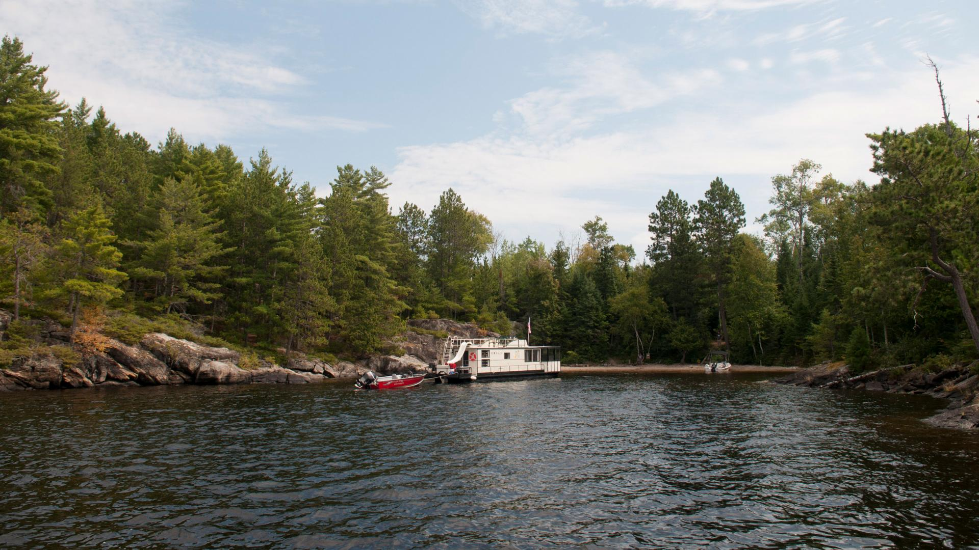 Houseboat in Voyageurs National Park