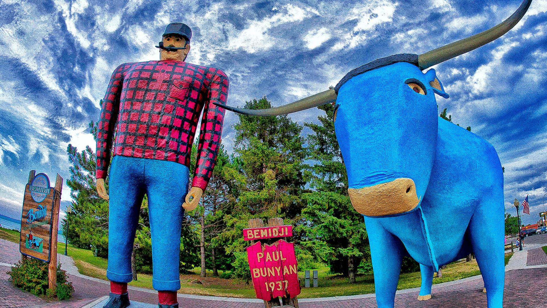 Una estatua de Paul Bunyan y Babe the Blue Ox en Bemidji