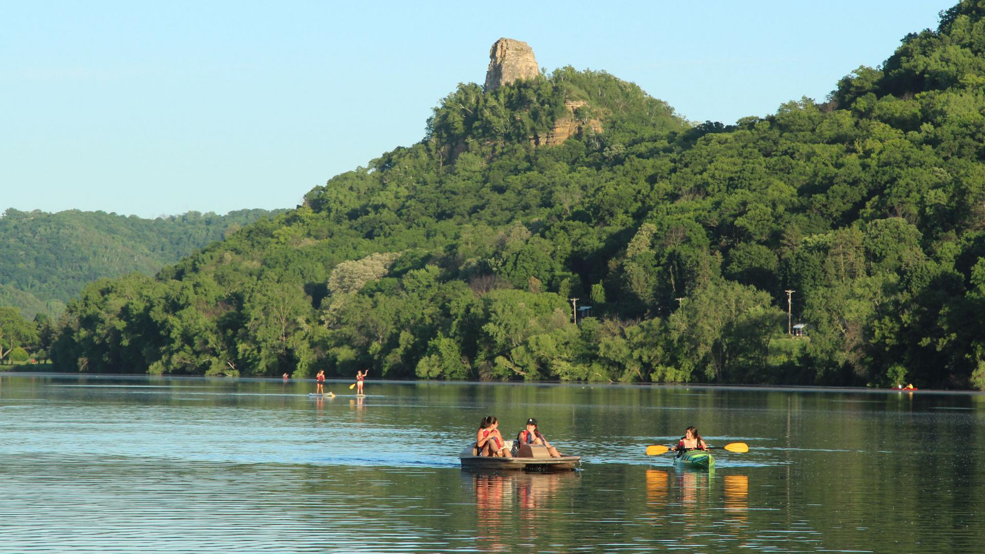 Lake Winona summer paddlers and kayakers