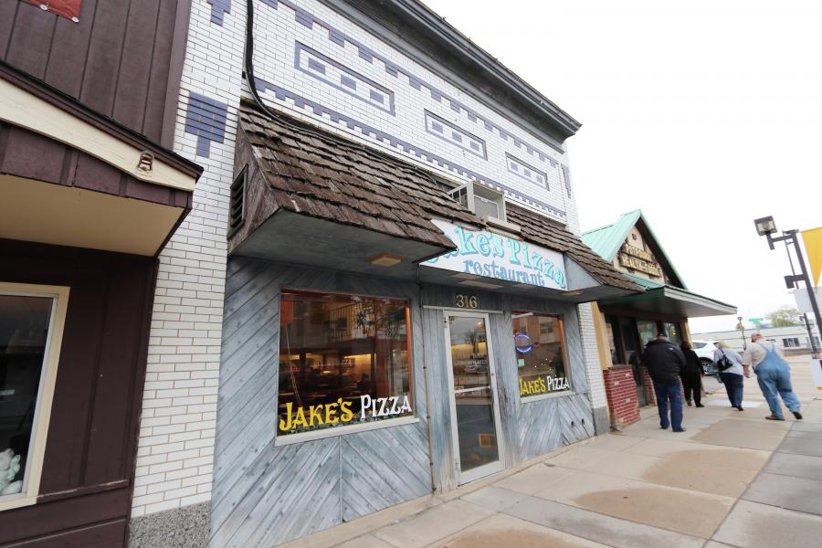 Exterior de Jake's Pizza