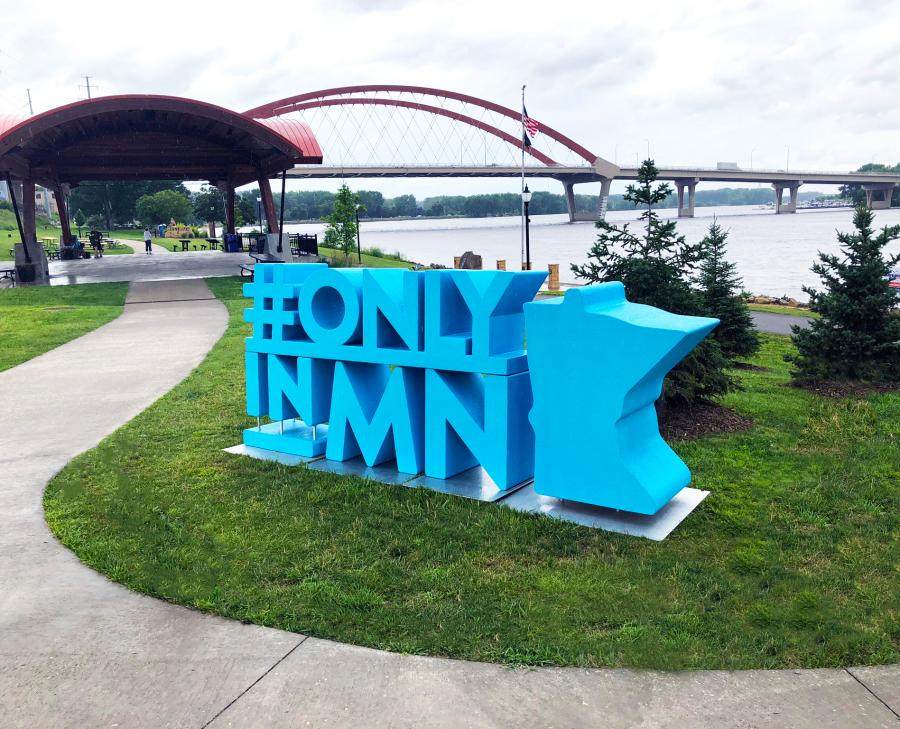 OnlyinMN Monument in Hastings
