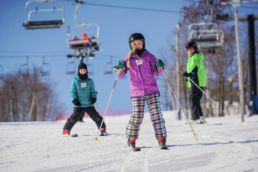 Kids downhill skiing at Spirit Mountain in Duluth