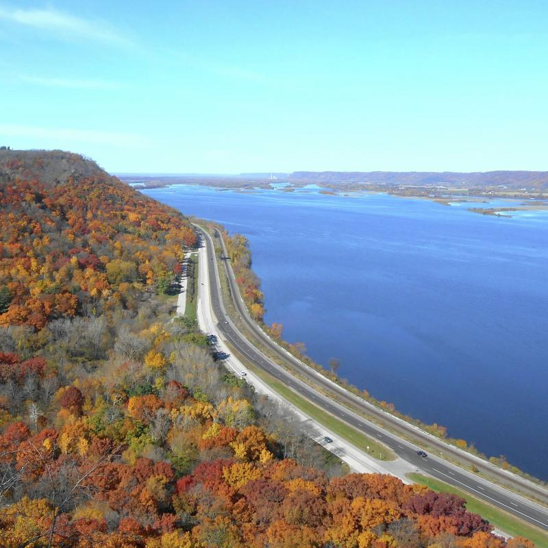 Mississippi River road in the fall