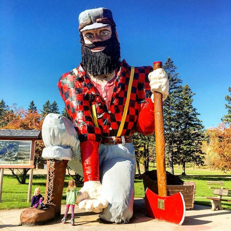 Statue of Paul Bunyan in Akeley